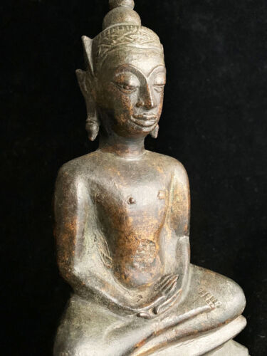 Large antique crowned Southeast Asian Thai Ayutthaya bronze Buddha 17th-18th c