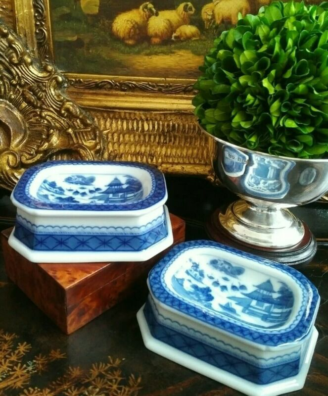 Stunning Rare Pair Blue White Canton Mottahedeh Chinoiserie Open Salt Soap Dish