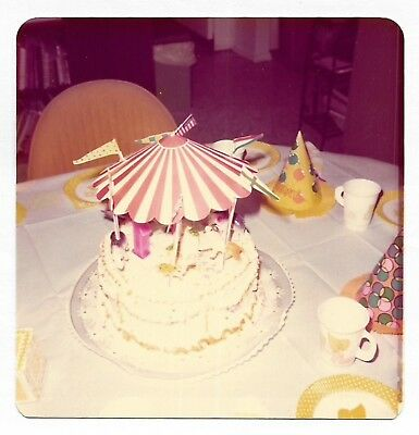 Square Vintage 70s PHOTO Round Circus Theme Birthday Cake](Circus Theme Cake)