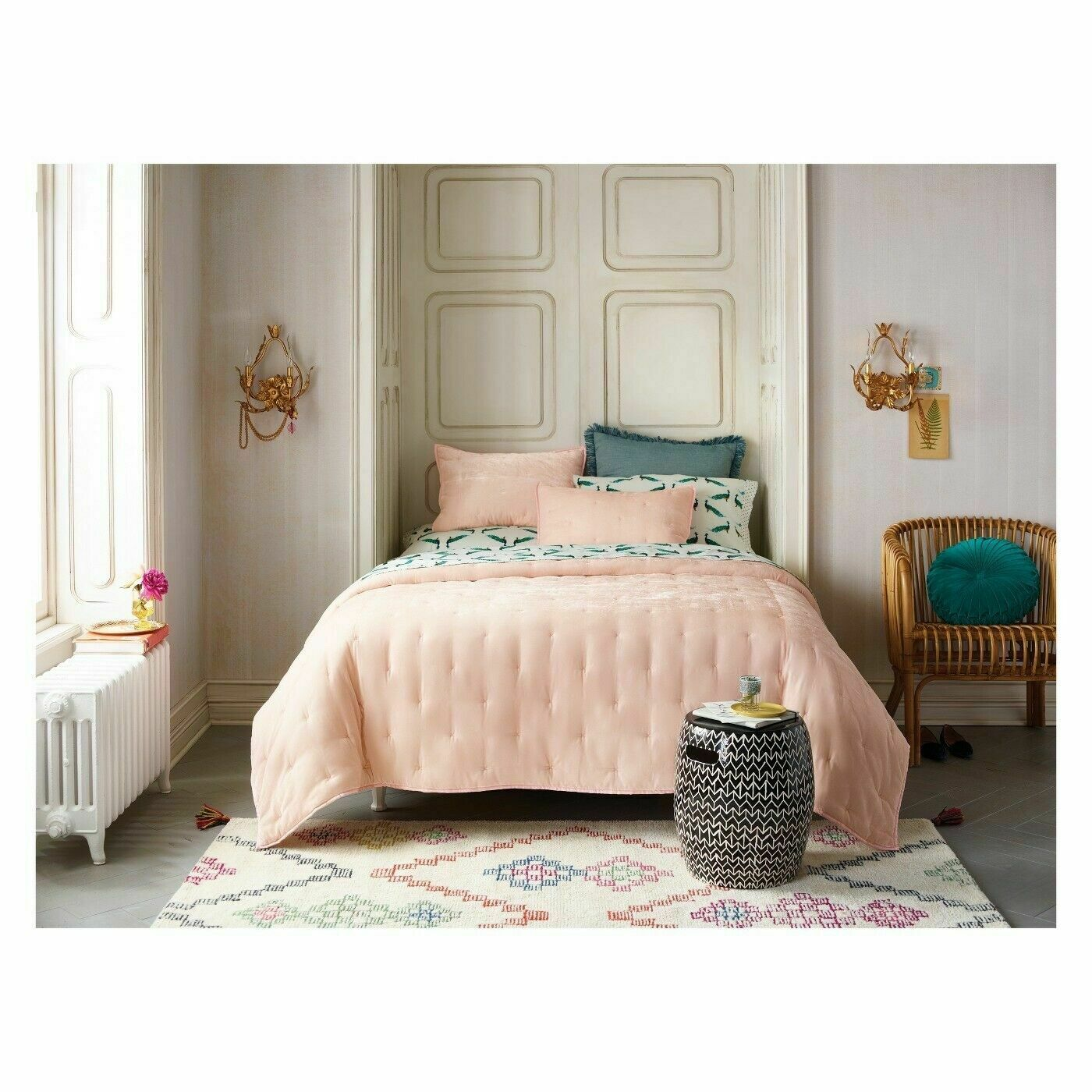 Opalhouse Pink Tufted Velvet Quilt   KING