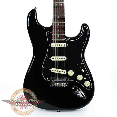 Brand New Fender Deluxe Stratocaster Rosewood Fingerboard in Black Demo