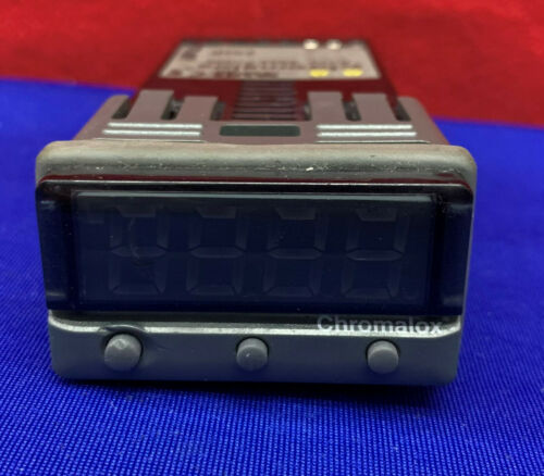 Chromalox Temperature Controller 3204-71000  (missing 2 wire screw connectors)