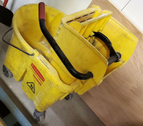 Rubbermaid Mop Bucket w/ Wave Brake
