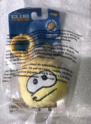 Disney - Jakks Pacific - Club Penguin Yellow Puffle Clip-On Keychain & Code Coin