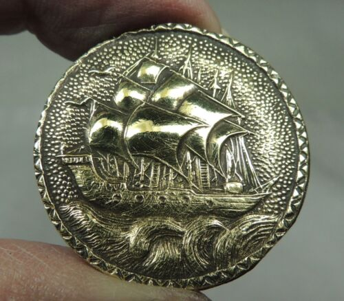 ANTIQUE BRASS PICTURE BUTTON ~ SAILING SHIP