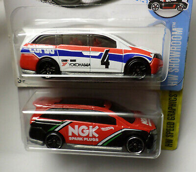 Hot Wheels Lot of 2 Honda Odyssey Custom Minivan White, Red New in Pack Diecast