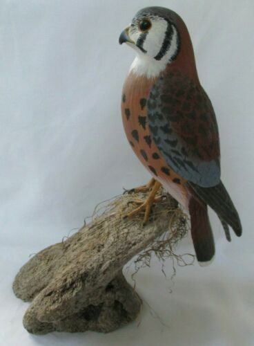 LARGE SIGNED CARVED WOOD SPARROW HAWK (AMERICAN KESTEREL) BIRD SCULPTURE - USA