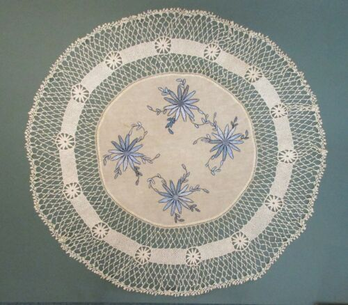 ROUND ARTS AND CRAFT LINEN WITH EMBROIDERED DESIGN AND SUPER CROCHET