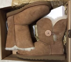UGG BAILEY BUTTON (NEW & AUTHENTIC)