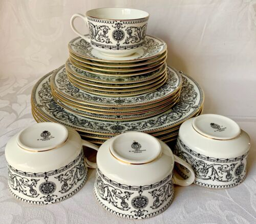 LOVELY ROYAL WORCESTER PADUA DINNER SERVICE FOR 4, BLACK & WHITE, EXCELLENT COND