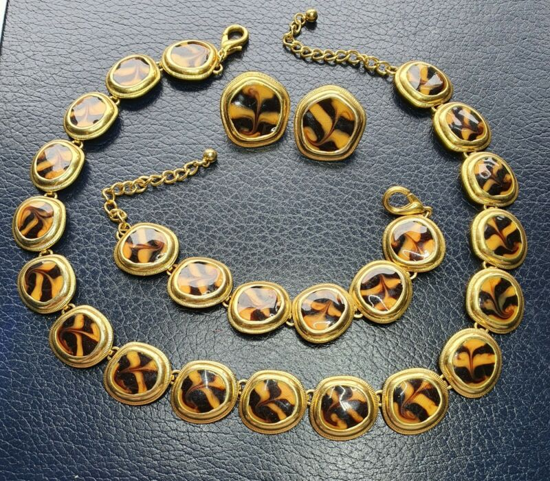 VINTAGE 1980s GOLD TONE AND ENAMEL  NECKLACE, BRACELET AND CLIP ON EARRING SET