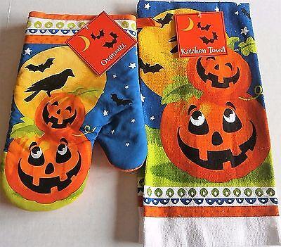 HALLOWEEN Oven Mitt and Towel Set  SMILING PUMPKINS](Halloween Oven Mitts)
