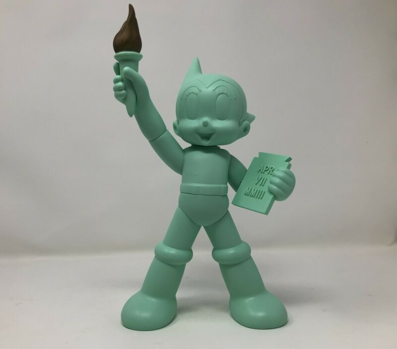 Toy Cube ASTRO BOY X Statue Of Liberty New York NY Comic-Con NYCC FYE Green