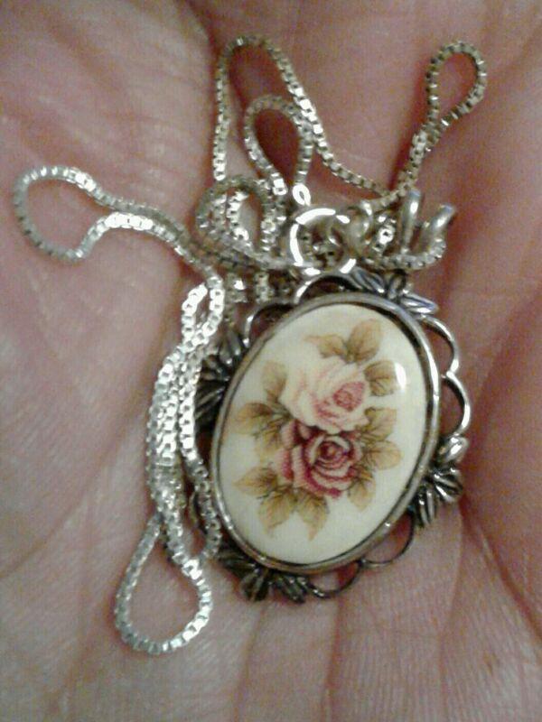 Vintage Enamel Flower Pendant Necklace