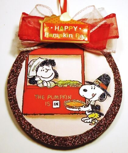 Hand Made SNOOPY LUCY WOODSTOCK THANKSGIVING PIES  glittered wood slice Ornament