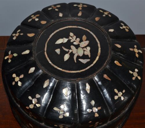 Antique Joseon Korean Black Lacquer Mother-of-Pearl Inlay Ribbed Food Box