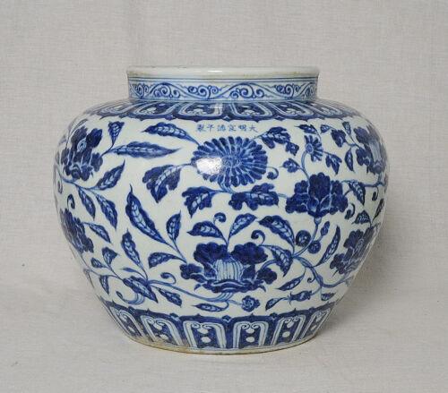 Chinese  Blue and White  Porcelain  Pot   With  Mark      M2647