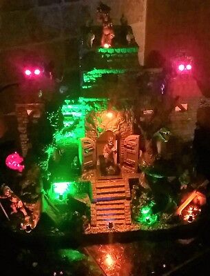 BRAND NEW Animated Lemax Spooky Town Temple Of Terror 05042, Halloween - Halloween Spooky Town