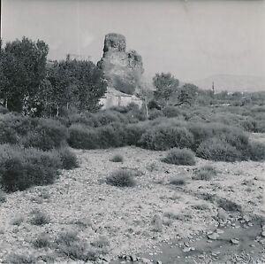 ALBA-LA-ROMAINE c. 1950 -Maisons au pied du Rocher Seigneurie Ardèche - Div 5359 - France - Auvergne Rhne Alpes . Photo Goldner . Photographie tirage original, 18 cm x 18 cm environ. . - France