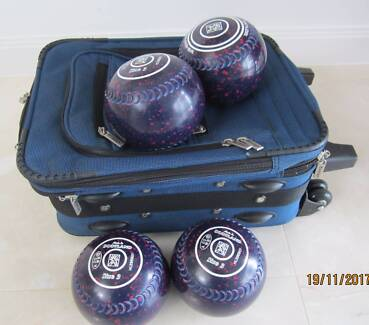 Lawn Bowls with case