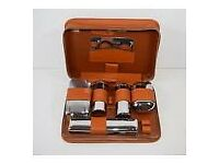 MENS VINTAGE CHROME PLATED & BAKELITE GROOMING SET WITH LEATHER CASE