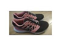 as in brand new only used once ladies nike downshifter 6 laceless hickies size 7