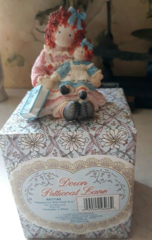 VINTAGE Down Petticoat Lane HAPPINESS WILL FIND YOU Figurine 1998 Enesco 487740