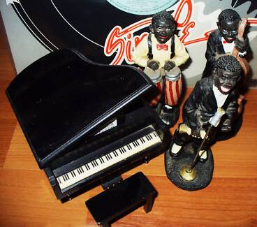 Jazz band figurines with piano