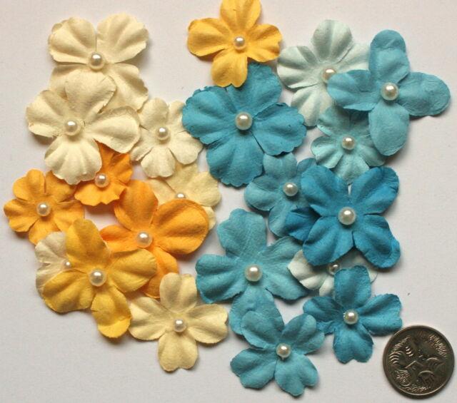 SCRAPBOOKING NO 129 - 20 SMALL/MEDIUM PRIMA FLOWERS Pearl Centres