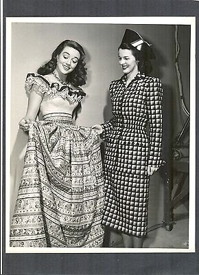 BEAUTIFUL DOROTHY MALONE CHECKS OUT HER NEW DRESS - N MINT 1940'S ? FASHION