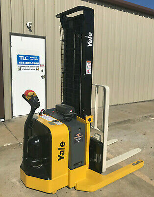 2009 Yale Walkie Stacker - Walk Behind Forklift - Straddle Lift Only 2441 Hours