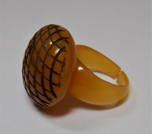 VTG 1940s? BAKELITE / PLASTIC CARVED AMBER COLOR ROUND DOME RING SIZE 8 - 8 1/2