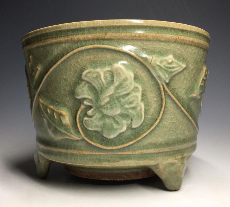 RARE Chinese Song Dynasty Molded Peony Incense-Burner Longquan Zun Lian