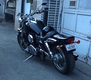 2004 Suzuki Marauder 1600cc son comparable à un Harley-Davidson!