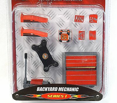 HOBBY GEAR BACKYARD MECHANIC GARAGE EQUIPMENT 16057 1:24 NEW DIORAMA ACCESSORY