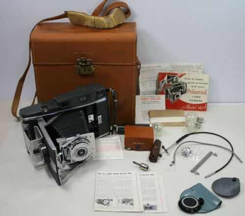 Vintage Polaroid Land Camera Model # 110A WITH LEATHER CASE & BULBS (EXCELLENT)