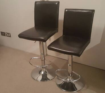2x padded bar stools with swivel and lift