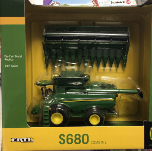 Ertl - John Deere S680 Combine And Forage Wagons Set 1/64 New