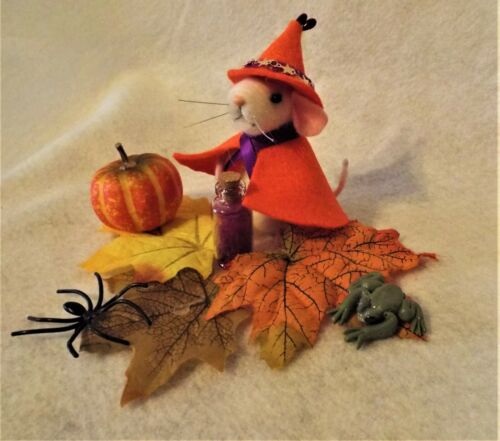 Needle Felted Mouse Witch for Halloween Fall Needle felted Animals.