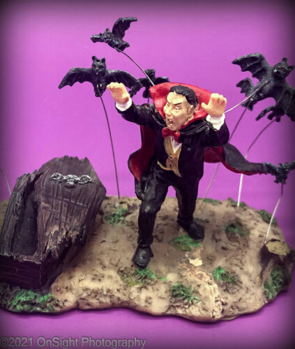 2007 LEMAX Spooky Town  VAMPIRE & BATS  #73613  Pre-Owned VGC