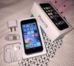 Black iPhone 5s 16gb (awesome condition, all accessories) Merrimac Gold Coast City Preview