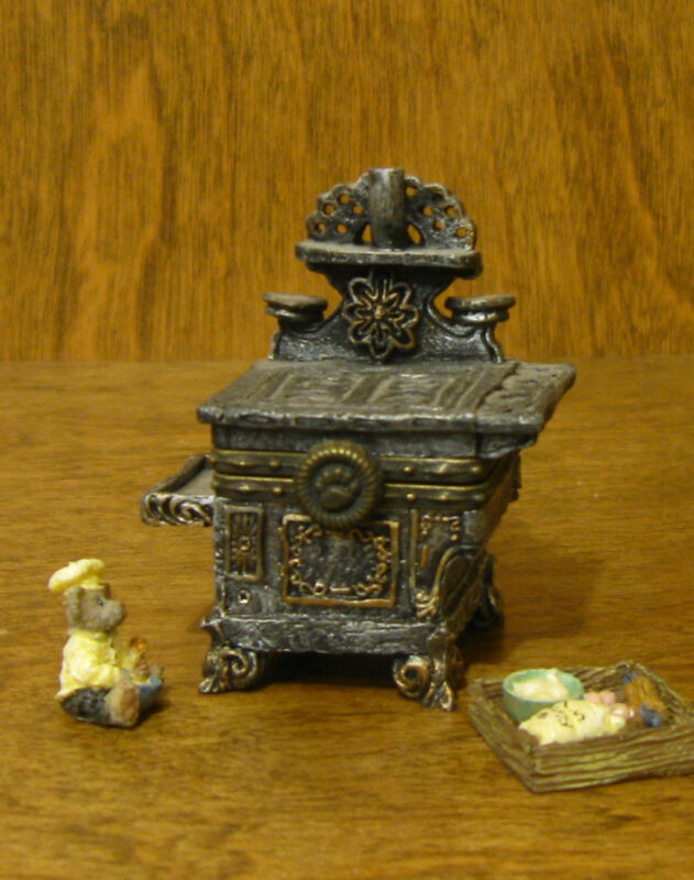 Boyds Treasure Boxes #392130 Aunt Becky