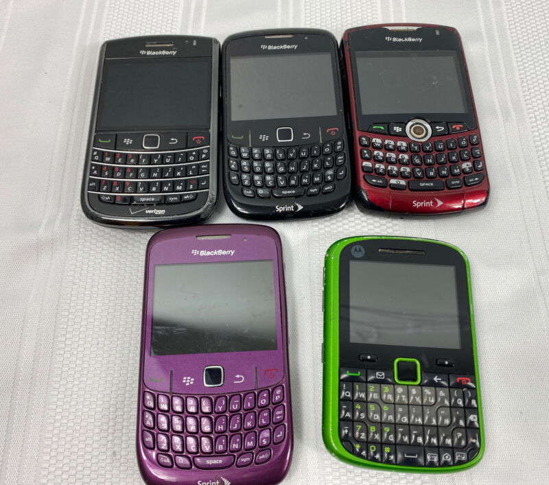 Lot of 5 Cellphones Blackberry Motorola PARTS or REPAIR Cell Phones Clean IMEI