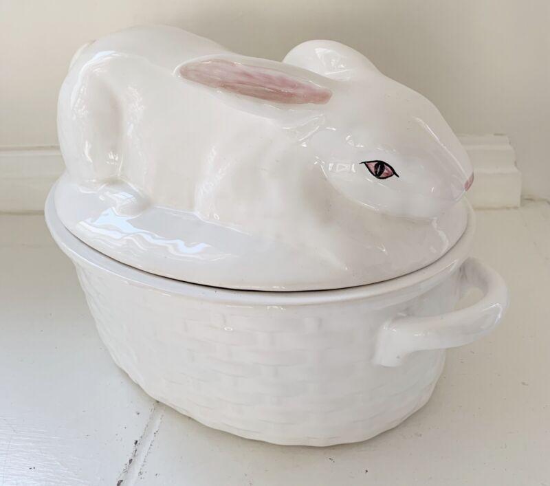 BORDALLO PINHEIRO Ceramic Bunny Rabbit Covered Tureen Casserole Portugal