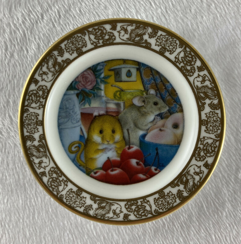 THE TOWN MOUSE AND THE COUNTRY MOUSE Mini Plate The Best Loved Fairy Tales China