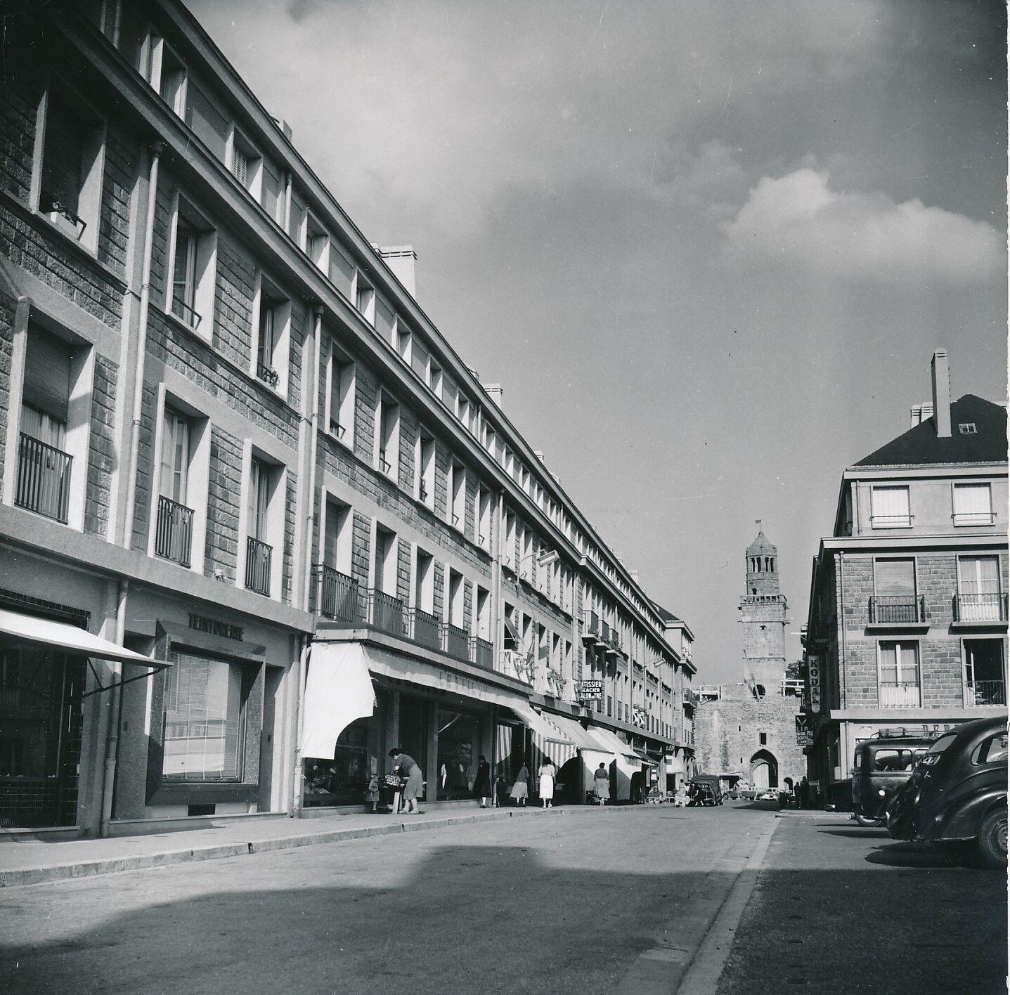 VIRE c. 1950 -  Rue Saulnerie  Porte Horloge Calvados - Div 7883