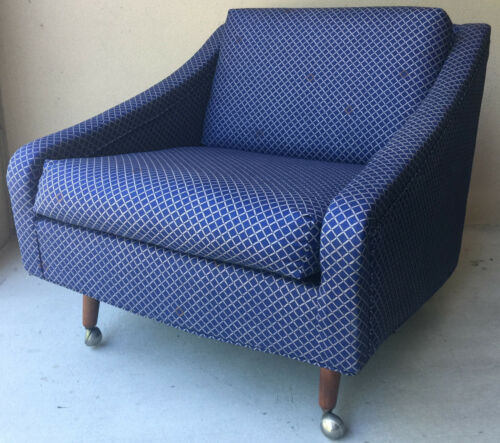 Mid-Century Modern Reading Lounge Chair w/Casters in Dark Blue