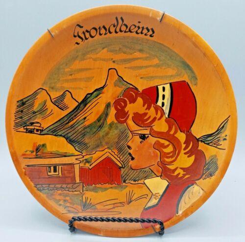 """Vintage - Kunstflid Trondheim Norway 8½"""" Wood Souvenir Plate"""