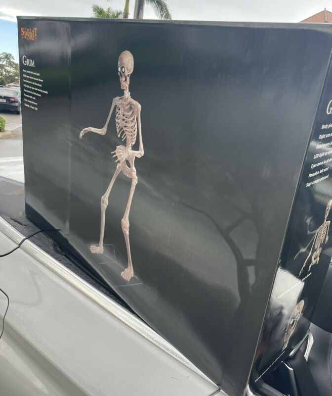 Spirit Halloween Life-size 6 Ft. Grim Skeleton Animatronic Animated Prop In Hand