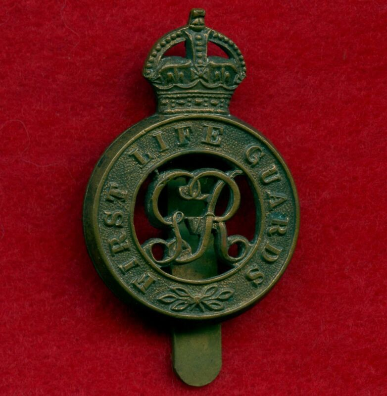 WW2 Great Britain First Life Guards Cap Badge